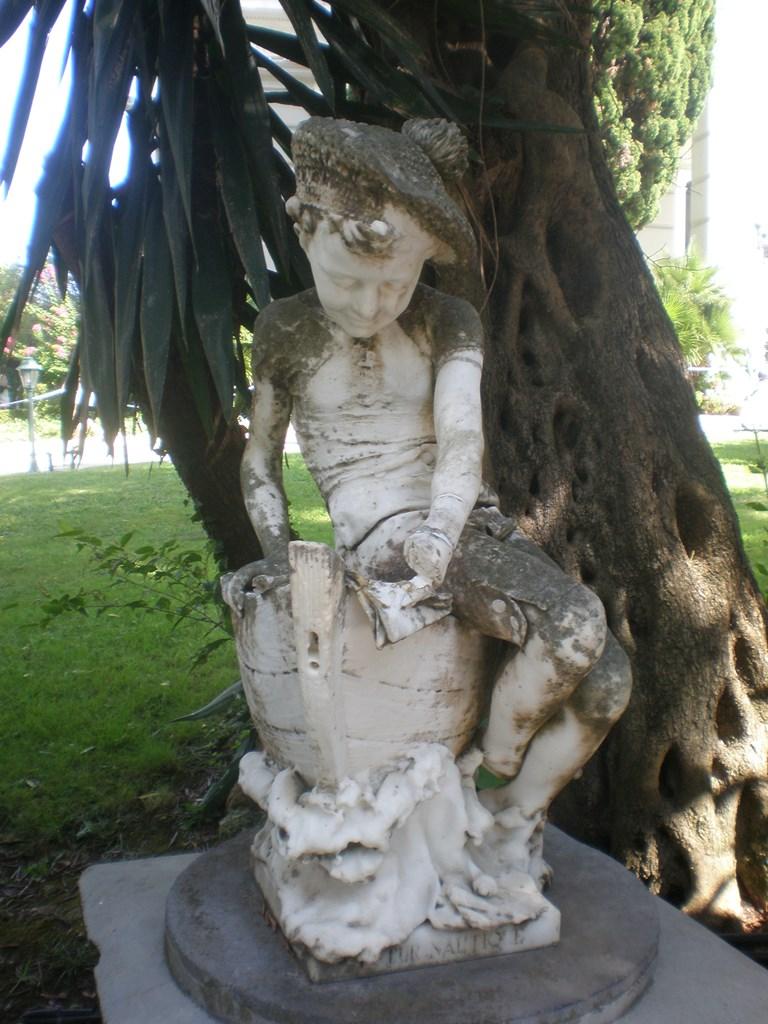 statue-ahileon