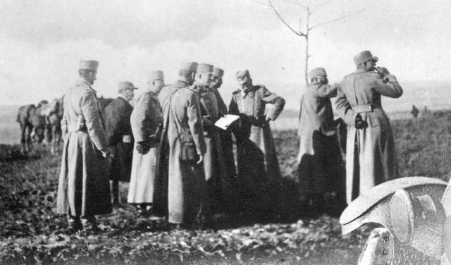 kralj-petar-obilazi-front-oktobar-1915