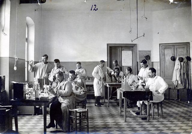 laboratorija-dr-ludvika-hirsfelda-u-narodu-poznatog-kao-pobednik-protiv-epidemije-tifusa
