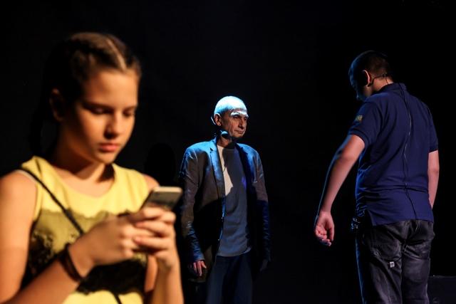 DECA NA INTERNETU - predstava Dom omladine